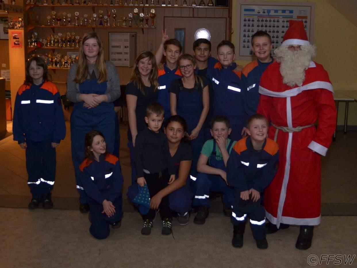 Gruppenfoto mit dem Weihnachtsmann